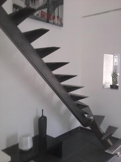 Escalier acier avec limon centrale et quart tournant