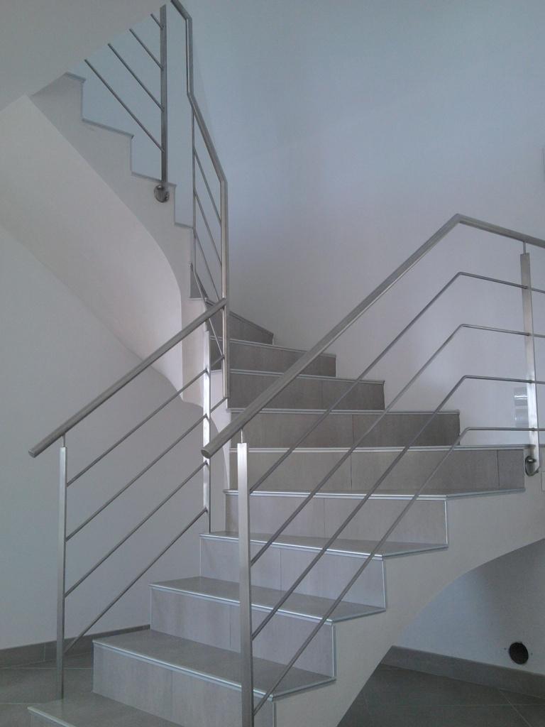 escalier métallique,garde-corps,rampe d\'escalier,terrasse